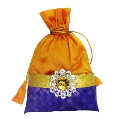 http://www.weddingpitara.com/collections/potlis/products/potli-9